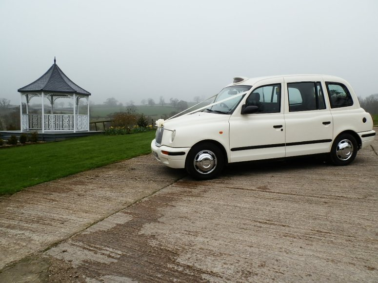 London Taxi Wedding car ay Shottle Hall in Winter